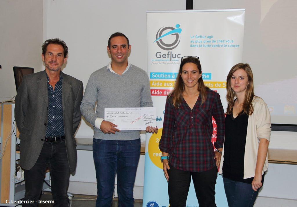 L'équipe du Dr Dalil Hannani lors de la remise de chèque par le Gefluc Grenoble